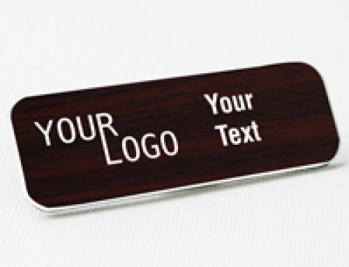 Name tag – engraved plastic Cherry / White – round corners – magnetic