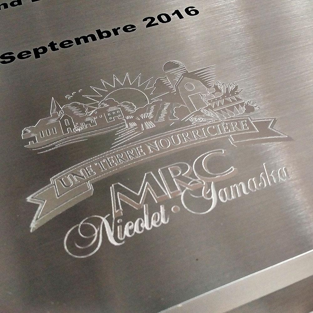 award plaque - honora - mirror - etch detail